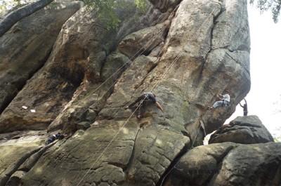 Місце зустрічі — Скелі Довбуша
